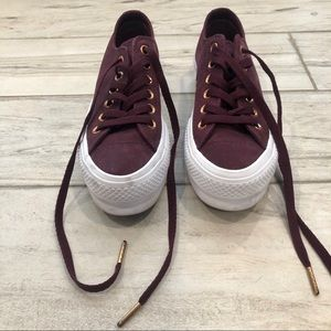 converse high top tennis shoes / sneakers maroon